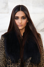 Sonam Kapoor contrasted her heavy eye makeup with nude lips.