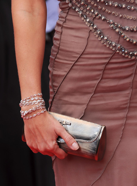 Natalie Imbruglia accessorized with a bow-adorned metallic silver clutch at the Cannes Film Festival.