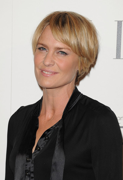 Robin Wright Layered Razor Cut [hair,hairstyle,face,blond,chin,forehead,layered hair,long hair,bangs,smile,robin wright,18th annual women in hollywood tribute - arrivals,california,los angeles,four seasons hotel,elle,18th annual women in hollywood tribute]