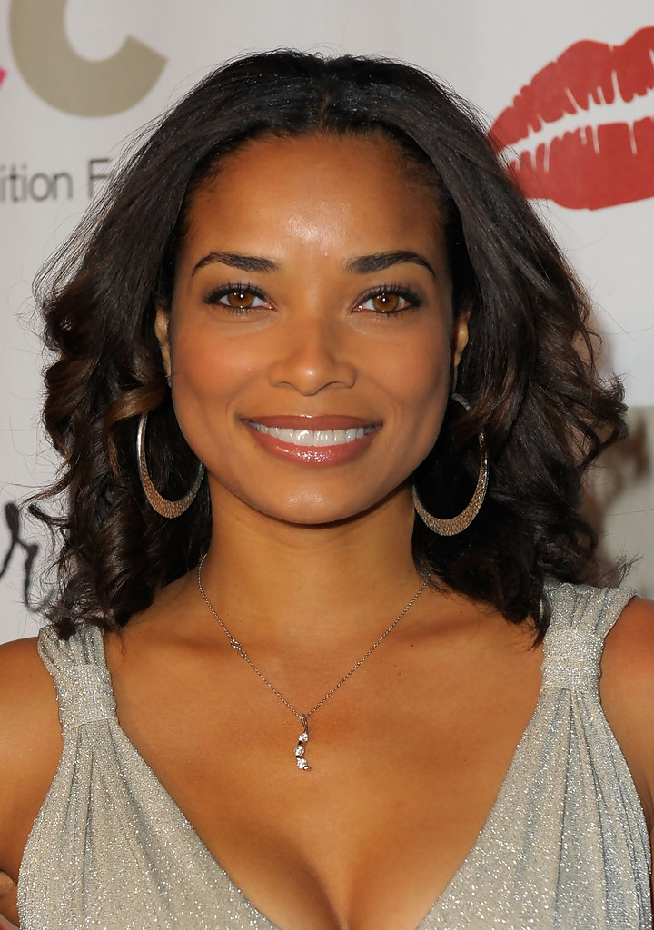 The 42-year old daughter of father (?) and mother(?), 168 cm tall Rochelle Aytes in 2018 photo