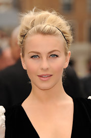 Julianne Hough chose a pink lip to top off her soft and feminine look at the 'Rock of Ages' premiere in London.