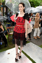 Rachel Brosnahan paired her dress with black ankle-strap peep-toes.