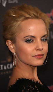 Mena Suvari attended the American Music Awards sporting diamond hoop earrings.