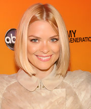 Jaime King looked darling in her blunt cut bob and natural makeup.