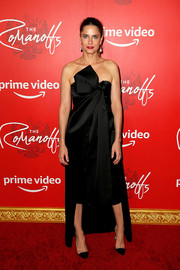 Amanda Peet looked sassy in a strapless black Michael Kors dress with a bowed bodice and a high-low hem at the New York premiere of 'The Romanoffs.'