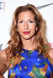 Alysia Reiner attended the Kids Rock! event wearing her hair in ultra-feminine curls.