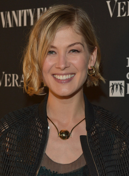 Rosamund Pike Short Wavy Cut [hair,hairstyle,blond,eyebrow,chin,layered hair,smile,bob cut,feathered hair,brown hair,vera wang,vera wang on rodeo drive,rosamund pike,beverly hills,california,vanity fair,opening]