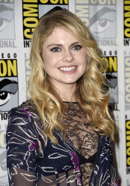 Rose McIver Long Wavy Cut [the 100,the 100 press line,hair,blond,hairstyle,beauty,long hair,hair coloring,layered hair,brown hair,feathered hair,magazine,rose mciver,press line,san diego,california,hilton bayfront,comic-con international 2016]