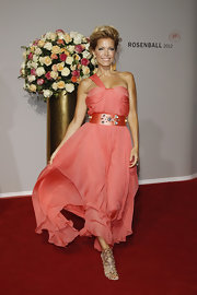 Sylvie van der Vaart styled her look with a wide peach belt studded with chunky jewels that matched her dress perfectly.