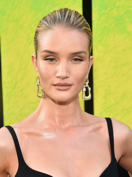 Rosie Huntington-Whiteley Gold Dangle Earrings [warner bros. pictures and gravity pictures premiere,the meg,hair,face,eyebrow,hairstyle,lip,beauty,skin,chin,blond,fashion,red carpet,rosie huntington-whiteley,california,hollywood,tcl chinese theatre imax,premiere]