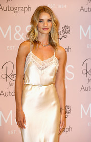 Rosie Huntington-Whiteley accessorized with a thin gemstone belt for added shape to her gown.