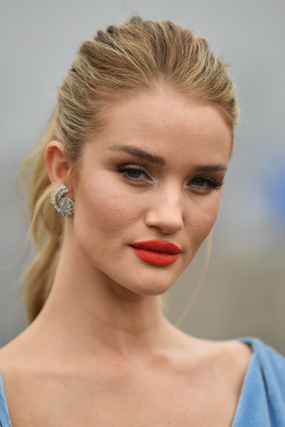 Rosie Huntington-Whiteley Ponytail [shows,the shows,hair,face,lip,hairstyle,eyebrow,chin,beauty,blond,skin,head,oscar de la renta,rosie huntington-whiteley,front row,front row,spring studios terrace,new york city,new york fashion week]