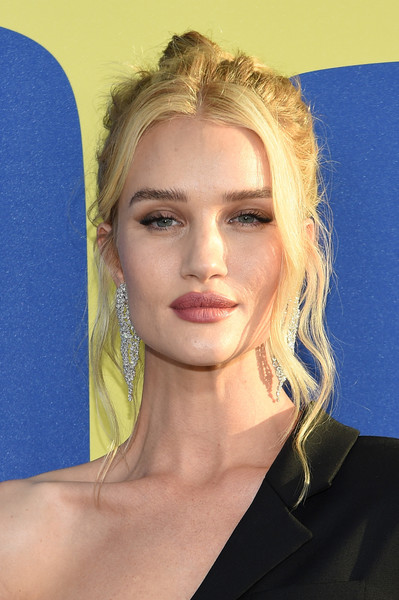 Rosie Huntington-Whiteley Messy Updo [hair,face,hairstyle,eyebrow,blond,beauty,chin,lip,head,long hair,arrivals,rosie huntington-whiteley,brooklyn museum,new york city,cfda fashion awards]