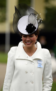 Kate Silverton topped off her simple outfit at the Royal Ascot with an attention grabbing black-and -white fascinator with mesh and feather details.