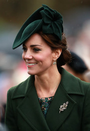 Kate Middleton rounded out her accessories with a diamond and pearl brooch.
