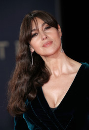 Monica Bellucci looked as gorgeous as ever wearing this side-swept wavy 'do at the royal film performance of 'Spectre.'