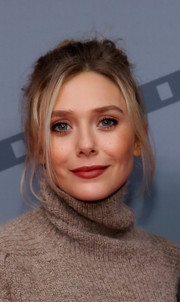 Elizabeth Olsen kept it casual with this messy bun at the Savannah Film Fest screening of 'I Saw the Light.'