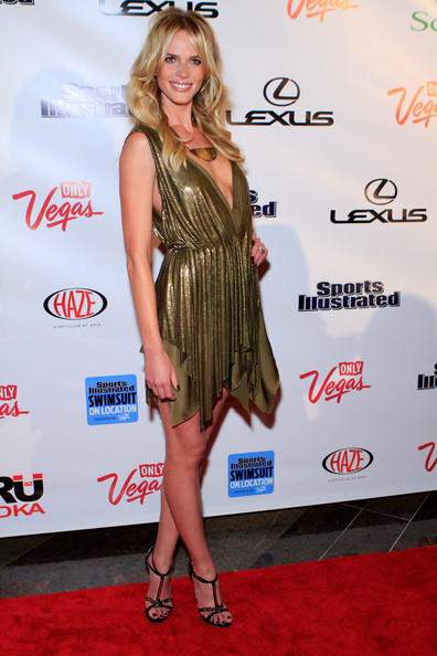 Anne V donned a sexy gold dress at the SI soiree in Las Vegas. T-strap sandals topped off the look.