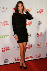 Hilary Rhoda struck a pose on the red carpet in black patent platform pumps.