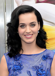 Katy's raven curls had a retro-feel that Katy is known for.