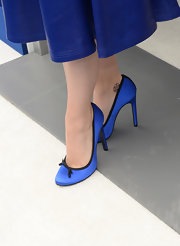 Katy opted for blue from head-to-toe when she donned these cobalt heels that had delicate black trim and a bow.