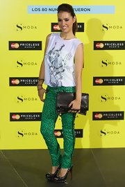 Cristina Brondo chose a graphic-print sleeveless tee for her look at the 'Smoda Magazine' cocktail party.
