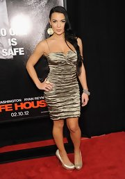 Krista Ayne wore a ruched gold metallic dress to the NY premiere of 'Safe House.'