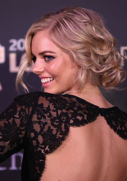 Samara Weaving Bobby Pinned updo