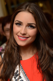 Olivia Culpo's neutral eyeshadow accented the brown tones in her hair and eyebrows.