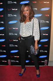 Elise Neal added a splash of color to her black-and-white look at the Samsung Galaxy Tab launch with a pair of blue satin platform pumps with squared toes.