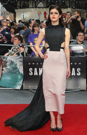 Alexandra Daddario looked vampy at the 'San Andreas' UK premiere in a black and blush Bibhu Mohapatra cutout dress accented with a long train.