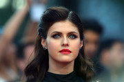 Alexandra Daddario brought some vintage glamour to the 'San Andreas' UK premiere with this half-up hairstyle.