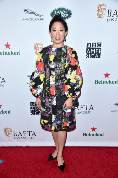 Sandra Oh Evening Pumps [clothing,red carpet,carpet,hairstyle,flooring,fashion,dress,premiere,fashion model,fashion design,arrivals,sandra oh,tea party,los angeles,beverly hills,california,the beverly hilton hotel,bafta,bbc,america tv]