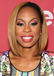 Sanya Richards-Ross showed off her caramel locks with a sleek and straight, shoulder-swiping 'do.