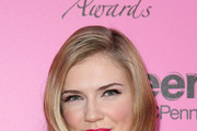 Sara Canning Medium Wavy Cut