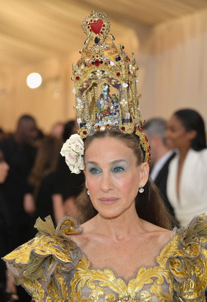 Sarah Jessica Parker Headdress [heavenly bodies: fashion the catholic imagination costume institute gala - arrivals,fashion,headpiece,crown,lady,hair accessory,tradition,event,fashion accessory,jewellery,haute couture,new york city,metropolitan museum of art,sarah jessica parker]