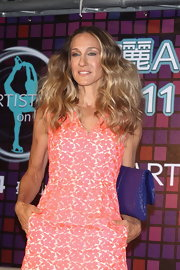 Style maven Sarah Jessica Parker opted for a flirty floral dress paired with a cobalt blue clutch for a press conference in Taipei. She added drama to the casual look with voluminous waves.