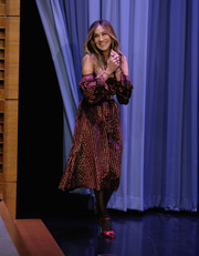 Sarah Jessica Parker visited 'Jimmy Fallon' wearing a custom Caroline Constas striped off-the-shoulder dress.