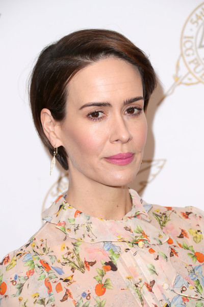 Sarah Paulson Short Side Part [hair,hairstyle,face,eyebrow,lip,beauty,chin,skin,brown hair,long hair,sarah paulson,backstage,beverly hills,california,the beverly hilton hotel,international cinematographers guild publicists awards]