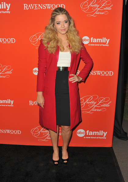Sasha Pieterse Clothes