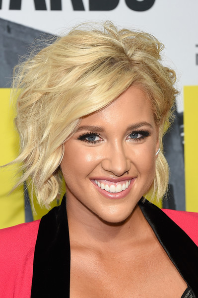Savannah Chrisley Layered Razor Cut [hair,face,hairstyle,blond,eyebrow,chin,lip,hair coloring,forehead,layered hair,arrivals,savannah chrisley,music city center,nashville,tennessee,cmt music awards]