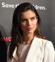Sara Sampaio framed her pretty face with this side-parted hairstyle for the Save the Children Illumination Gala.