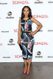 Kerry Washington flashed a bit of abs in a Timo Weiland printed crop-top during the 'Scandal' ATAS event.