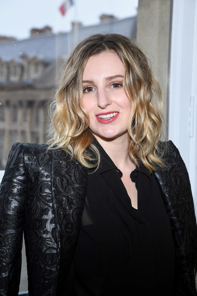 Laura Carmichael sported a messy wavy 'do at the Schiaparelli Couture show.