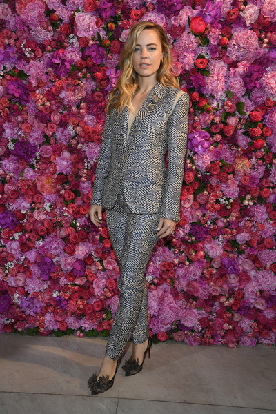 Melissa George styled her suit with a pair of feathered lace pumps.