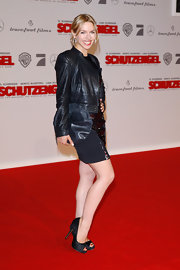 These peep toe pumps were classically sexy on Julia Dietze.