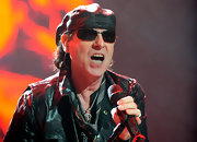 Klaus Meine looked tough in his black leather beret.