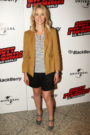 Edith paired her classic dress shorts with a mustard yellow blazer and ankle strap pumps.