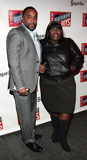 Gabourey donned gray suede boots with a black leather jacket and skirt. The low heeled boots were slightly slouchy.
