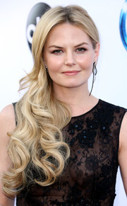 Jennifer Morrison looked absolutely dreamy at the 'Once Upon a Time' season 4 screening wearing this super-long, curly side sweep.